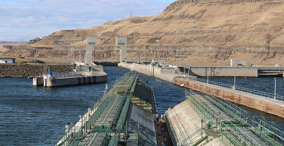 In the U.S. wheat export system, barge transportation is efficient and safe.