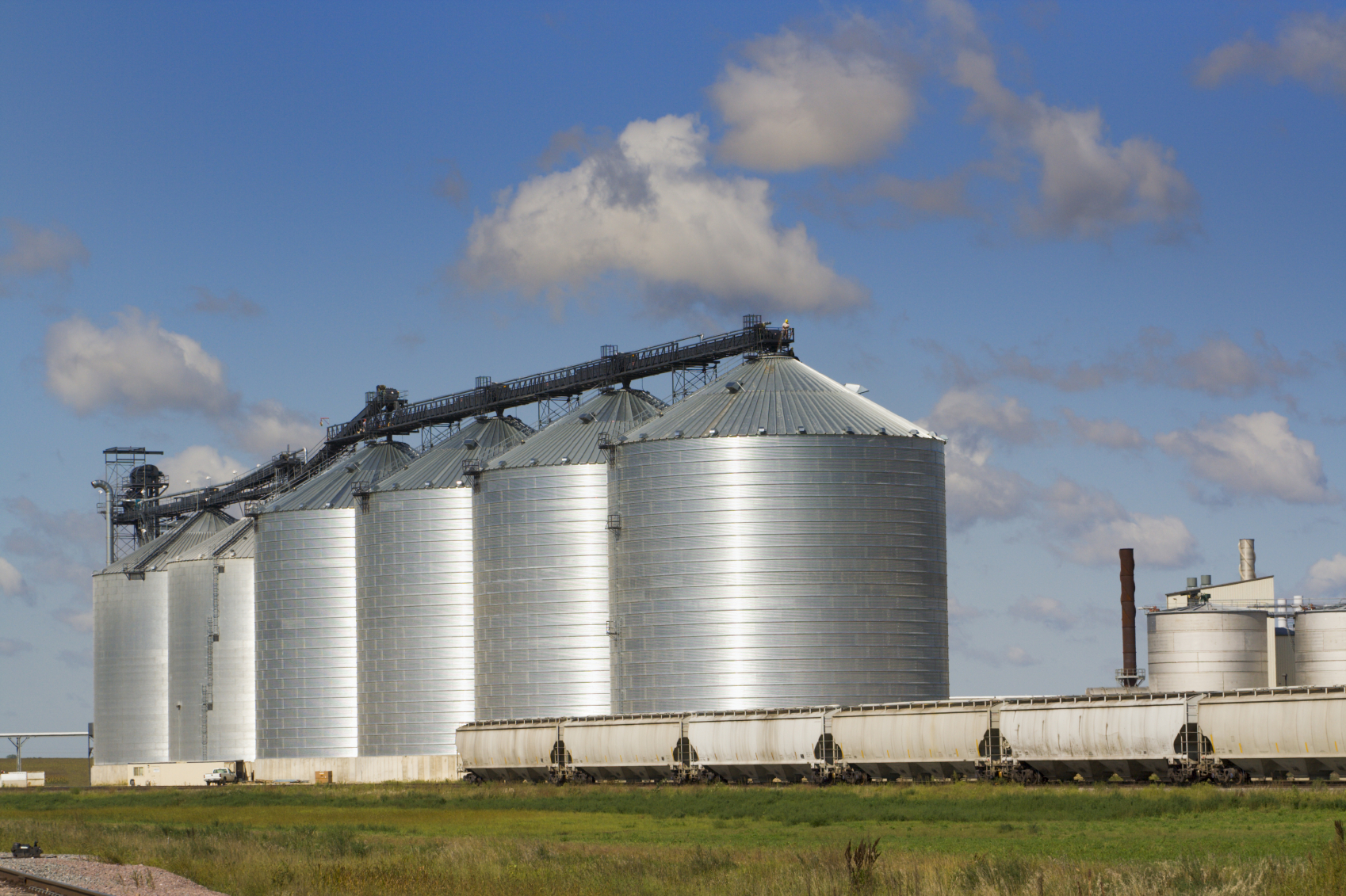 Inland grain elevator with grain rail cars to help demonstrate rail rates.